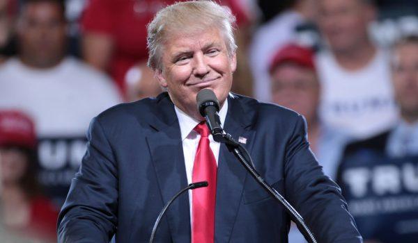 Trump toma medidas contra los inmigrantes que reciben ayuda pública y sus patrocinadores