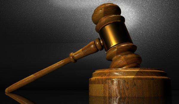 El jurado otorga $ 585K a un oficial de Minnesota por búsquedas de licencias