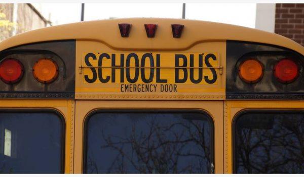 La policía estará a bordo de autobuses escolares para evitar distracciones de los conductores.