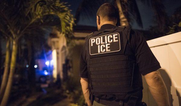 Redadas de ICE castigan más a la economía del país, dicen expertos