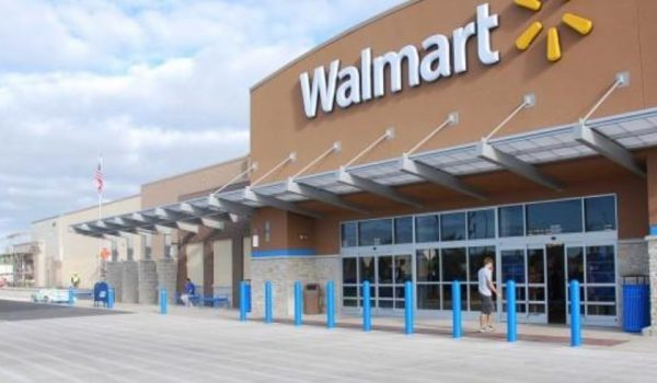 La policía de Blaine busca al sospechoso de disparar de Walmart