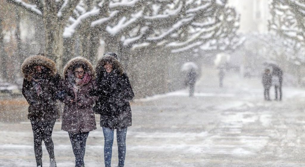 Tormenta congela partes de EEUU siendo aún otoño y causa la muerte de al menos 4 personas