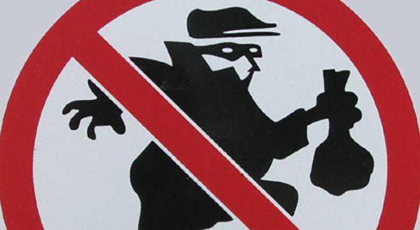 La policía advierte de ladrones que distraen a los compradores y roban carteras