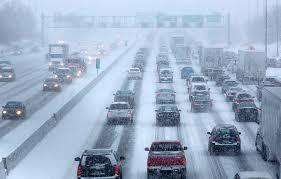 4 recomendaciones para manejar con seguridad en la nieve