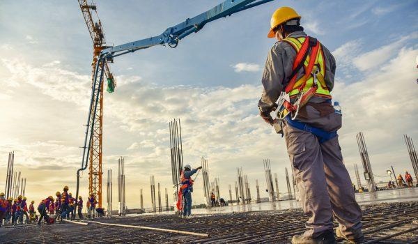 La construcción 'esencial' continúa en apartamentos de lujo, incluso durante el pedido de quedarse en casa