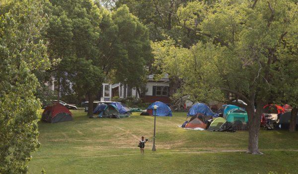 Van 3 mujeres ultrajadas cerca de campamento en Powderhorn Park