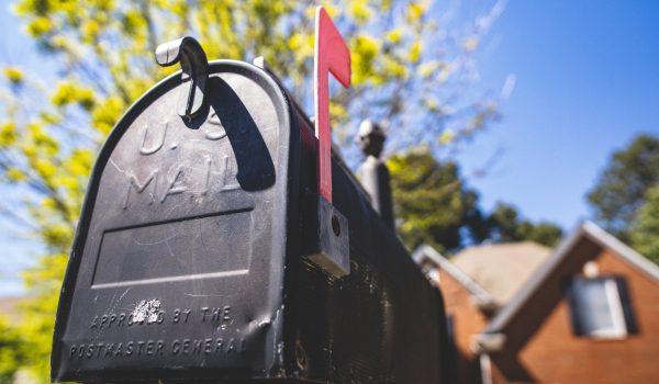 Juez ordena mantener el correo como está.