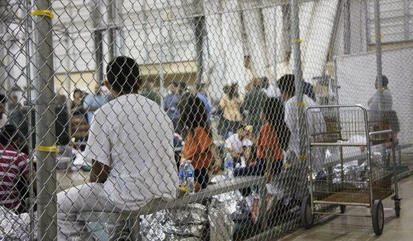 Ordena Juez dejar de deportar niños