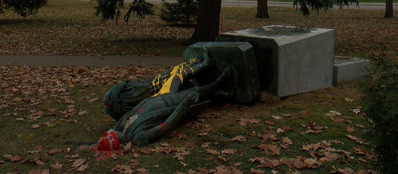 Derrumban estatua de George Washington en Minneapolis