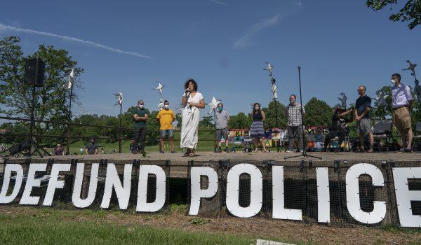"""""""No es momento de hacer recortes a la Policía"""": ciudadanos al Concejo de la Ciudad de Minneapolis"""