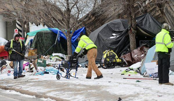 Incendio deja un muerto y un herido en campamento de personas sin hogar
