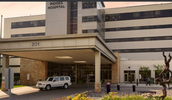 Miembro de la Fiscalía General de Minnesota se queja de acoso por el color de su piel al acudir al hospital Fairview