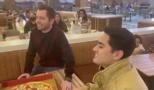 Así reaccionó La Adictiva cuando les pagaron con pizza por cantar.