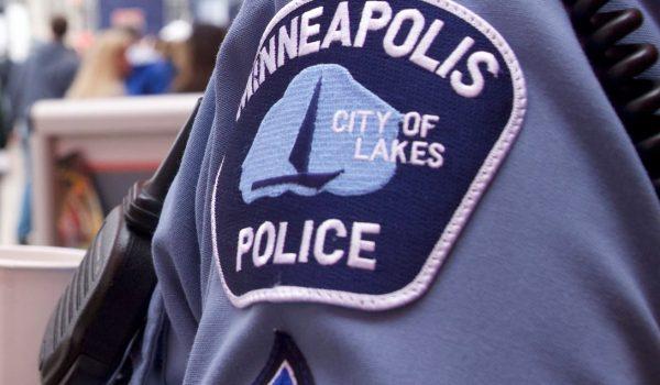 Presentan cargos contra oficial que se estrelló con otro auto mientras perseguía a un sospechoso